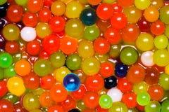 Mágica que cresce bolas coloridas da geleia Foto de Stock