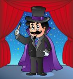 Mágico dos desenhos animados no estágio do circo Fotos de Stock