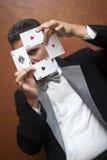 Mágico que executa com os cartões foto de stock royalty free