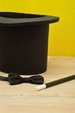 Mágicos chapéu, varinha e laço Imagens de Stock