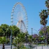 MÁLAGA, ANDALUCIA/SPAIN - 25 DE MAYO: Funcionamiento de Ferris Wheel del gigante Imágenes de archivo libres de regalías