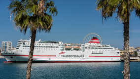 MÁLAGA, ANDALUCIA/SPAIN - 25 DE MAYO: Vista de un barco de cruceros atracado Foto de archivo libre de regalías
