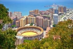 Málaga con la plaza de toros de Malaqueta Foto de archivo
