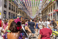 MÁLAGA, ESPAÑA - AGOSTO, 14: Calle de Larios por completo de la gente en Fotografía de archivo libre de regalías