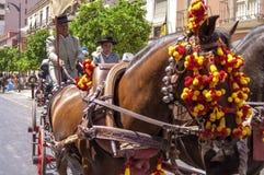 MÁLAGA, ESPAÑA - AGOSTO, 14: Jinetes y carros en la Málaga Imagen de archivo libre de regalías
