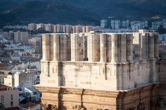 Málaga, la torre inacabada de la catedral con paisaje urbano y montañas Imagenes de archivo
