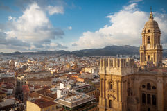 Málaga, paisaje urbano con la catedral en primero plano Foto de archivo