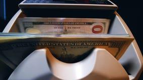 Máquina automatizada del billete de banco que cuenta dólares almacen de metraje de vídeo