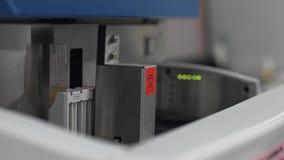 Máquina automatizada médica da análise à urina Equipamento de laboratório diagnóstico clínico vídeos de arquivo