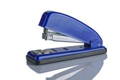 Máquina azul aislada de la grapadora Imagen de archivo libre de regalías
