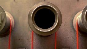 A máquina circular move a fibra video estoque