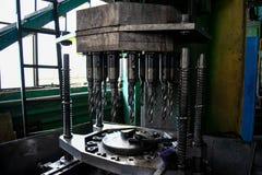 Máquina com brocas para a produção de furos em produtos imagem de stock