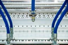 Máquina con el transportador para los productos del pan y de la confitería, cierre para arriba imágenes de archivo libres de regalías