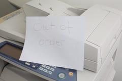 A máquina da cópia precisa de ser reparo, falha da impressora Fotos de Stock Royalty Free