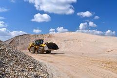 Máquina da construção pesada na mineração do aberto-molde - rode o carregador tr imagem de stock royalty free
