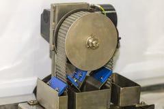 A máquina da espumadeira do óleo líquido para remove o óleo do flutuador da água de líquido refrigerante para industrial foto de stock royalty free