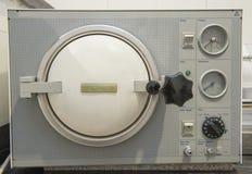 Máquina da esterilização da autoclave em uma clínica Imagem de Stock Royalty Free