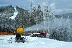 A máquina da neve na ação, Snowcat Fotos de Stock
