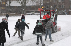 Máquina da pá da neve na pista de gelo Foto de Stock