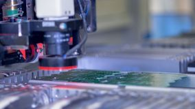 A máquina da placa de circuito produz a placa eletrônica digital impressa 4K video estoque