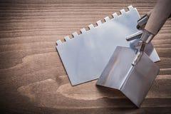 Máquina de alisar o cepillar del ángulo y cuchillo de masilla Fotografía de archivo