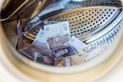 Máquina de británicos Sterling Pounds Notes In Washing Concepto del blanqueo de dinero fotografía de archivo