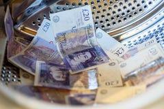 Máquina de británicos Sterling Pounds Notes In Washing Concepto del blanqueo de dinero fotos de archivo libres de regalías