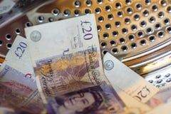 Máquina de británicos Sterling Pounds Notes In Washing Concepto del blanqueo de dinero foto de archivo libre de regalías