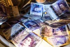 Máquina de británicos Sterling Pounds Notes In Washing Concepto del blanqueo de dinero imagen de archivo libre de regalías