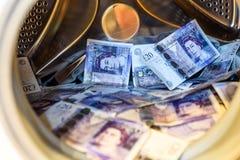 Máquina de británicos Sterling Pounds Notes In Washing Concepto del blanqueo de dinero foto de archivo