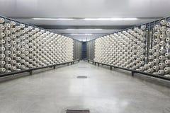 Máquina de combeo en una fábrica que teje de la materia textil Fotografía de archivo libre de regalías