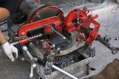 Máquina de conexión roscada de la manguera fotografía de archivo libre de regalías