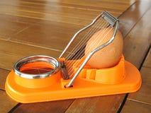 Máquina de cortar del huevo Fotografía de archivo