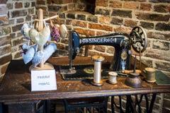 Máquina de coser antigua Imágenes de archivo libres de regalías