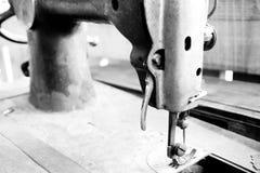 Máquina de coser antigua Foto de archivo libre de regalías