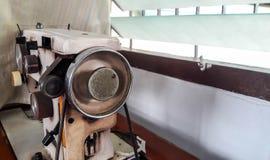 Máquina de coser blanca vieja Imágenes de archivo libres de regalías