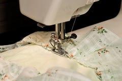 Máquina de coser de trabajo Fotografía de archivo libre de regalías
