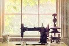 Máquina de coser de la vendimia Fotos de archivo libres de regalías