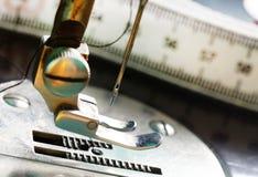 Máquina de coser negra vieja Imagen de archivo libre de regalías