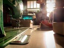 Máquina de coser Taller de costura Foto de archivo libre de regalías