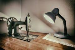 Máquina de coser vieja fotos de archivo