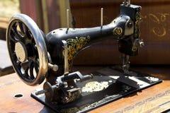 Máquina de coser vieja imagen de archivo
