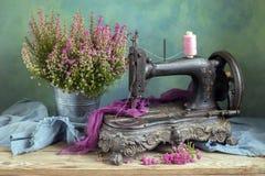 Máquina de coser vieja imagen de archivo libre de regalías