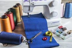Máquina de coser y accesorios Foto de archivo