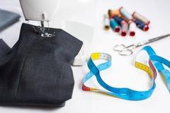 Máquina de coser y herramientas Fotografía de archivo