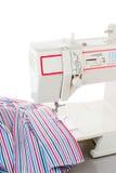 Máquina de coser y tela Fotografía de archivo libre de regalías