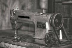 máquina de costura da velha escola Fotos de Stock Royalty Free