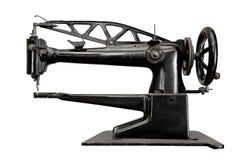 Máquina de costura do vintage isolada foto de stock royalty free