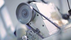 Máquina de costura e roda de giro filme