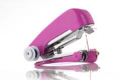 Máquina de costura Handheld isolada no branco Imagens de Stock Royalty Free